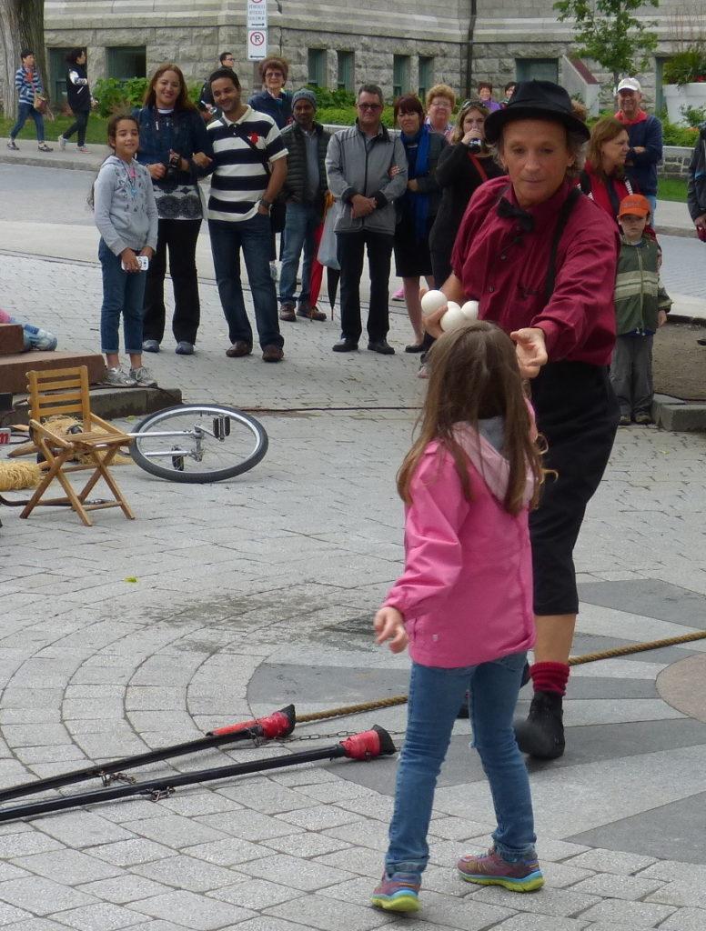 Québec_Strassenkünstler mit Kind